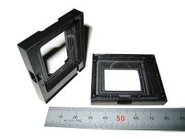 材質:黒デルリン 底部肉厚:0.4 外周肉厚:0.5 通常なら割れてしまう肉厚、形状を知識と経験により、ヤトイを製作して0.01の平面度を保持しました。