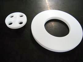 材質:テフロン PTTE(フッ素樹脂) 形状変化を抑える弊社独自技術の為、工程はお教えできません。