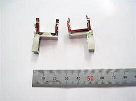 材質:SKD11 チャック爪 L、R フライス加工→焼入れ→研磨→バフ仕上げ