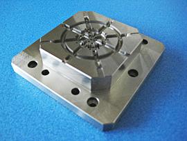 材質:SKDII 焼入れ 金型の一例