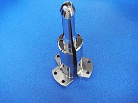 材質:SUS304 一体加工後三分割したチャックの一例