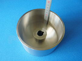 材質:SUS303 端面の深溝加工の一例